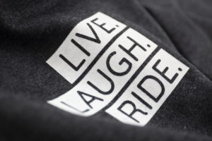 Brustmotiv Live. Laugh. Ride.